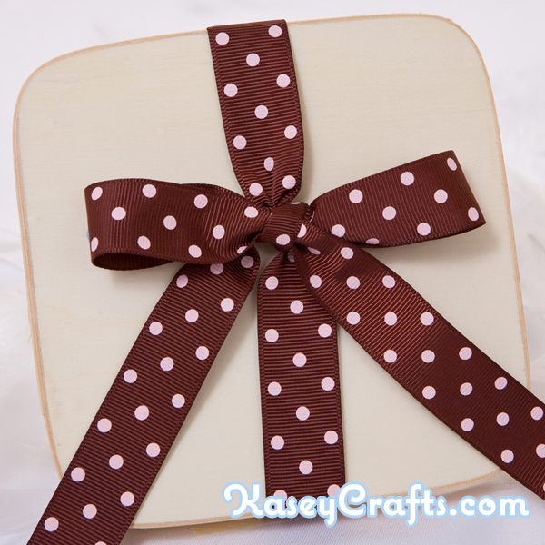 GG17_patterned_ribbon_grosgrain_brown_with_pink_polka_dots_7_8_22mm