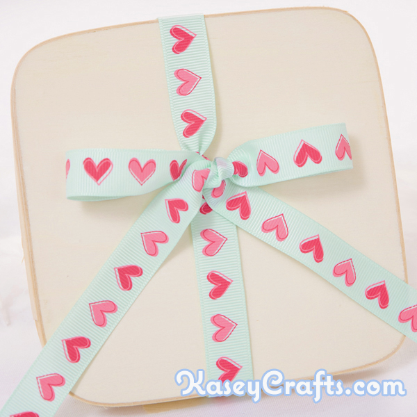 GG22_patterned_ribbon_grosgrain_tiffany_blue_with_pink_heart_5_8_16mm