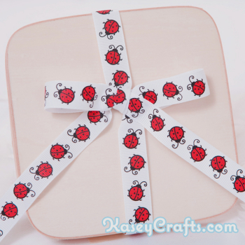 GG25_patterned_ribbon_grosgrain_white_with_red_ladybug_5_8_16mm